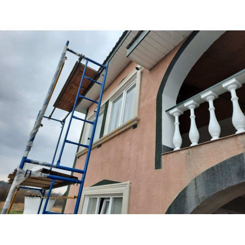 Начали монтировать фасадный декор г.Черновцы